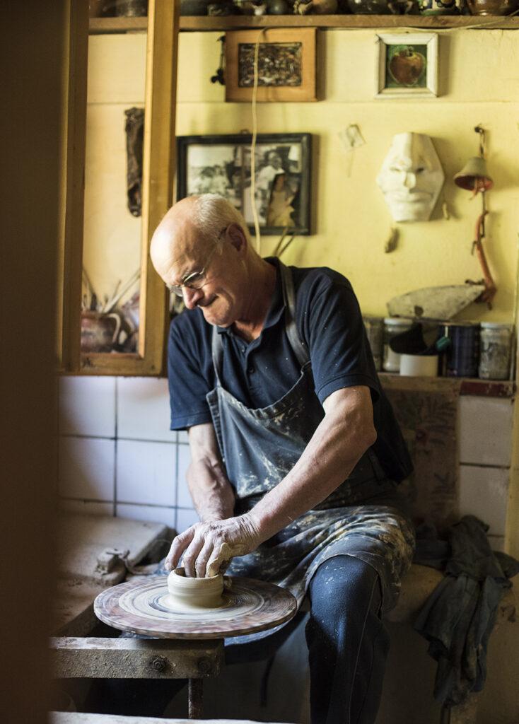 Meșter olar - Tradiția păstrată din moși și strămoși