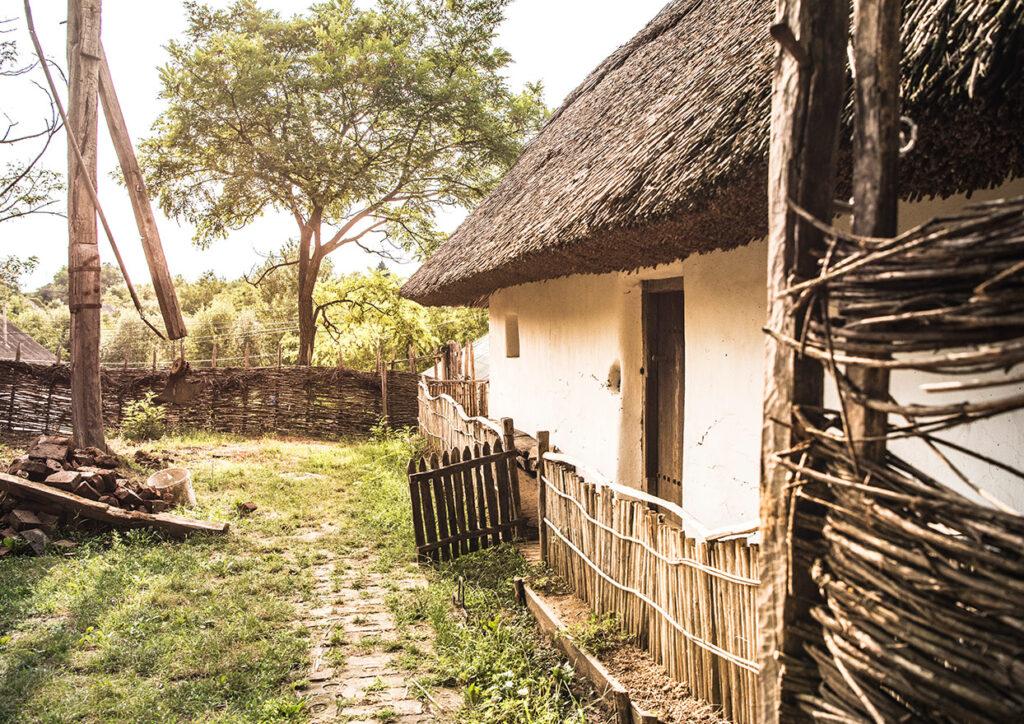 Traditii - Casa de la tara